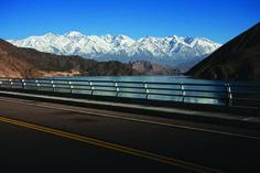 Camino de #montaña que une la Ciudad de #Mendoza con Desaguadero. ¿Qué otros #caminos de montaña conocen en nuestro #país? #Rutas #Turismo #Argentina #ViajesGuíasYPF #GuíasYPF #Viajes #YPF