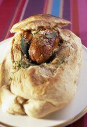 Volaille de Bresse farcie au foie gras en croûte de pain, une volaille tendre et juteuse