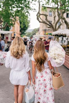 Gal Meets Glam Contributor Series: Market Breakfast Table In France - Picking-up fresh flowers