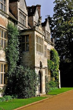 classical britain: Anglesey Abbey, Cambridgeshire, England (by Martin Pettitt) English Country Manor, English Manor Houses, English House, English Countryside, Beautiful Buildings, Beautiful Homes, Leeds, Bristol, Gray Garden