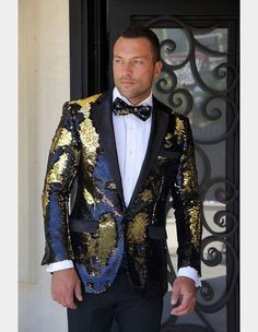 Men's single breasted paisley designed shawl lapel sequin blazer for men. Mens Fashion Blazer, Suit Fashion, Gold Fashion, Fashion Fall, Navy Blue And Gold Suit, Black Gold, Gold Tux, Black Satin, Navy Tuxedos