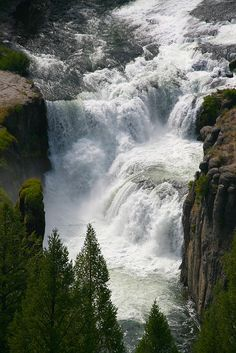 Terrasses of the lower Mesa falls . Rocky Mountains , Wyoming .