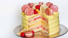Decadent raspberry lemon cake with lemon curd and raspberry preserve filling, zesty lemon buttercream and raspberry macarons! The best lemon cake ever! Lemon Mousse Cake, Raspberry Lemon Cakes, Lemon Meringue Cheesecake, Raspberry Filling, Lemon Buttercream, Lemon Curd, Mascarpone Cake, Food Cakes, Cupcake Cakes
