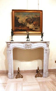 Epoca: Ottocento  Camino in marmo bianco scolpito. 123 x 39 h 108 cm.