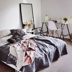 41 Examples Of Minimal Interior Design - Living - Bedding Master Bedroom