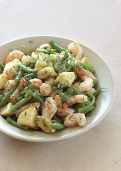 Shrimp Salad with Potatoes and Green Beans - Fresh dill, green onions, lemon, mustard and fruity extra-virgin olive oil are the vivid seasonings of this main course salad. Seafood Recipes, Cooking Recipes, Healthy Recipes, Delicious Recipes, Tasty, Fingers Food, Green Bean Recipes, Shrimp Salad, Green Beans