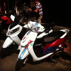 ONDE TEM UMA TEM DUAS (ou mais) #use_scooter #scooter #scooterista #paz_no_transito #onde_tem_1_tem_2 #Honda #Lead