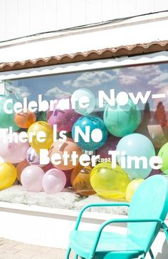 Find tips and tricks, amazing ideas for Store window displays. Discover and try out new things about Store window displays site Window Display Retail, Retail Windows, Store Windows, Party Supply Store, Party Stores, Party Shop, Balloon Shop, Balloon Display, Baby Laden