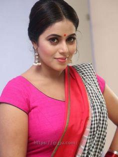 Actress Poorna Shamna Kasim hot Photos - Shamna Kasim hot Boobs pics in Pink Chudi