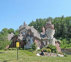 Il designer Michael Jantzen in Deconstructing the Houses