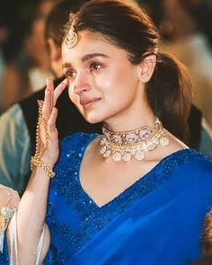 Alia gets teary-eyed at her besties wedding