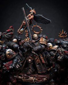 Warhammer 40k Blood Angels, Warhammer Figures, Warhammer 40k Art, Warhammer Models, Warhammer 40k Miniatures, Warhammer Fantasy, Warhammer Armies, Space Marine Chaplain, Miniaturas Warhammer 40k