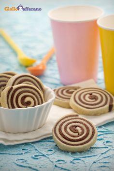 I #biscotti girandola (pinwheel cookies) sono delle golose spirali alla doppia frolla di #vaniglia e #cioccolato. #ricetta #GialloZafferano #italianfood #italianrecipe