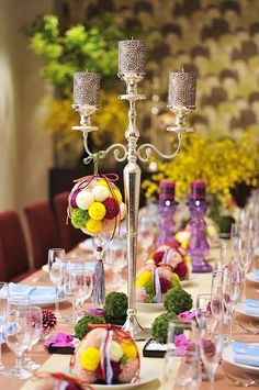 テーブルコーディネイトも、キャンドルと和のお花を織り交ぜて新しい空間を演出。