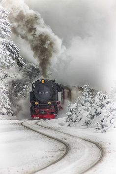 ❦ Tren vapor del Harz by Aitor Ruiz de Angulo~ Steam Train~Harz Steam Train, Brockenhaus, Saxony-Anhalt, Germany. Train Tracks, Train Rides, Winter Snow, Winter Time, Saxony Anhalt, Winter Scenery, Old Trains, Snow Scenes, Winter Beauty