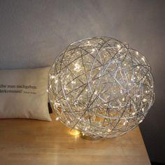 Bodenleuchte Draht Kugel 40cm LED Aluminium LED Aluminium Bodenleuchte aus verflochtenem Aluminiumdraht, mit eingearbeiteten LED-Lampen. #Innebeleuchtung #Außenbeleuchtung