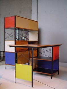 Home Design Ideas Eames Furniture, Bauhaus Furniture, Mid Century Furniture, Vintage Furniture, Furniture Design, Furniture Ideas, Industrial, Mid Century Modern Design, Colorful Furniture