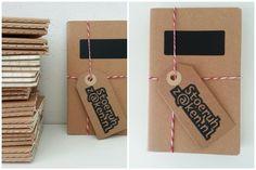 Setje notitieboekjes, 3 stuks. Gelinieerd. Het bovenste schriftje is voorzien van een krijtbord etiket.   Afm. 9 x 14 x 0,4 cm € 1,50  www.facebook.com/stoeruhzaken.nl