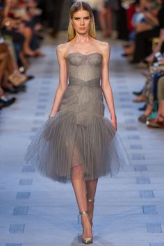 Zac Posen Spring 2013 RTW - Runway Photos - Fashion Week - Runway, Fashion Shows and Collections - Vogue - Vogue Fashion Moda, Grey Fashion, Look Fashion, Fashion Photo, Zac Posen, Couture Fashion, Runway Fashion, Creation Couture, Beautiful Gowns