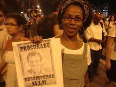 Manifestante exibe um cartaz com o rosto do Prefeito Eduardo Paes. Centro, Rio de Janeiro. 17/06/2013.