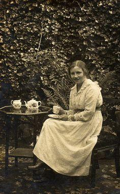 Taking+tea+in+the+garden