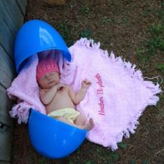 Newborn Easter Photo Ideas | 10 Cute Easter Photo Ideas for Baby | Babys First Year Blog