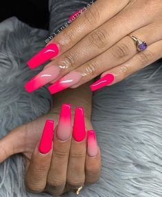 The advantage of the gel is that it allows you to enjoy your French manicure for a long time. There are four different ways to make a French manicure on gel nails. Aycrlic Nails, Swag Nails, Hair And Nails, Coffin Nails, Grunge Nails, Stiletto Nails, Neon Pink Nails, Pink Acrylic Nails, Pink Acrylic Nail Designs