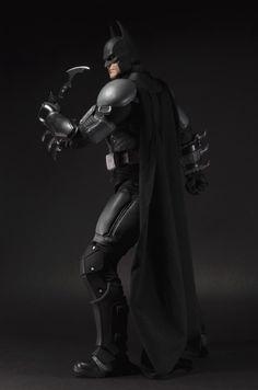 NECA-Arkham-Origins-Batman-Quarter-Scale-010