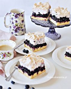 Kruche Ciasto z Jagodami i Bezą - Przepis - Mała Cukierenka Take The Cake, Polish Recipes, Food Inspiration, Sweet Recipes, Delicious Desserts, Cheesecake, Food And Drink, Cooking Recipes, Tasty