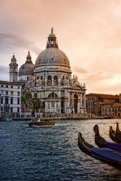 breathtakingdestinations:  Santa Maria della Salute - Venice - Italy (von Zú Sánchez)