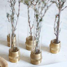 DIY Mini floreros con pernos y tubo de ensayos