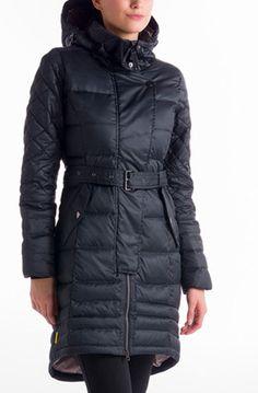 Très beau manteau, pratique et chaud, idéal pour une personne active. Protection hydrofuge durable. Duvet 600ml. 75% duvet 25% plumes.