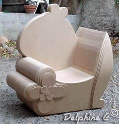 Le fauteuil et le siege en carton Cardboard Chair, Diy Cardboard Furniture, Cardboard Box Crafts, Cardboard Design, Paper Furniture, Cardboard Sculpture, Cardboard Paper, Funky Furniture, Recycled Furniture