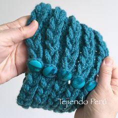 Crochet: detalle del cuello que parece tejido en dos agujas o palitos con lana muy gruesa!  Video tutorial del paso a paso :)