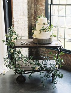Greenery wrapped wedding cake: Floral Design: Sweet Root Village - http://www.stylemepretty.com/portfolio/sweet-root-village Photography: Krista A. Jones Photography - kristaajones.com Read More on SMP: http://www.stylemepretty.com/2017/03/10/blending-organic-and-elegant-in-the-most-beautiful-of-ways/