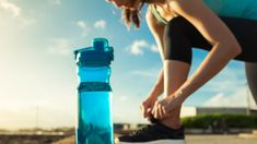 Drinking water is important for anyone but if you're trying to shed pounds it's crucial. Learn why drinking water to lose weight works and how to do it. Benefits Of Drinking Water, Cleanse Your Liver, Sports Drink, Outdoor Workouts, Get Healthy, Healthy Recipes, Drink Bottles, Water Bottles, How To Lose Weight Fast