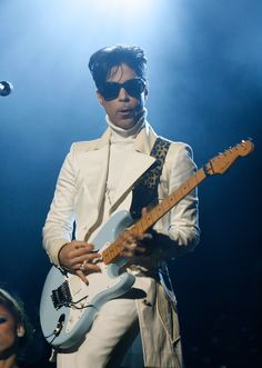 40 Outrageous Outfits Only Prince Could Pull Off - Cosmopolitan.com
