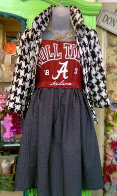 Gameday T-shirt Dress.  How super easy to sew and how super cute!!!!