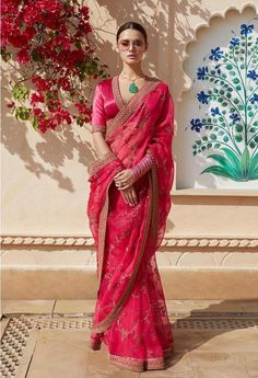 From cotton to silk sarees, from stylish half sarees to statement lehenga sarees, here are the top & latest designer saree images for every occasion. Come, take a look. Indian Bridal Outfits, Indian Fashion Dresses, Indian Designer Outfits, Pakistani Outfits, Trendy Sarees, Stylish Sarees, Fancy Sarees, Sabyasachi Sarees, Anarkali