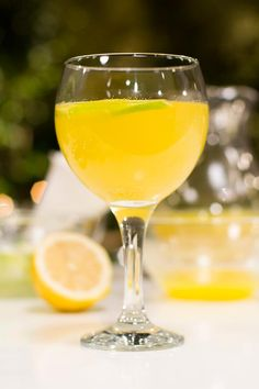 WIT SANGRIA - Party Drinks, Cocktails, Shaken Not Stirred, Grown Up Parties, South African Recipes, Non Alcoholic, White Wine, Beverages, Cooking Recipes