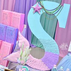 Found this beautiful idea for a mermaid theme party. Just gorgeous 😍 Mermaid Birthday Decorations, Mermaid Theme Birthday, Little Mermaid Birthday, Little Mermaid Parties, Barbie Birthday Party, 2nd Birthday Parties, Barbie Party, Mermaid Baby Showers, Baby Mermaid