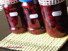 Sarokkonyha: Nyers meggy télire Pickling Cucumbers, Ketchup, Pesto, Pickles, Mason Jars, Food And Drink, Dishes, Drinks, Tableware
