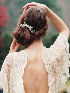 Check out a few fabulous wedding hairstyles to inspire your overall look on the wedding day. Keep it scrolling to unveil the prettiest up-do and long styles incorporating the most glamorous accessories. When you find your favorite, save it to your inspiration board for later! Top Featured Image:Mademoiselle Fiona Wedding Photography Hair Inspiration via Nordstrom […]