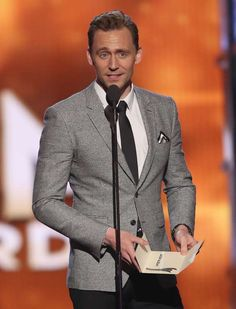 Tom Hiddleston presents the award for entertainer of the year at the annual Academy of Country Music Awards at the MGM Grand Garden Arena on Sunday Thomas William Hiddleston, Tom Hiddleston Loki, Tom Hiddleston Gentleman, Loki Laufeyson, British Actors, Celebs, Celebrities, Tom Holland, Role Models
