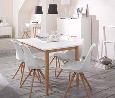 Stół z tchibo. Nogi stołu nie pasują do nóg krzeseł, ale i tak fajnie to wyszło.