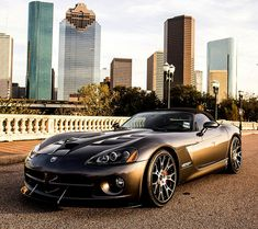 Mme Preston aura une voiture cool. Ce sera une Viper. Elle conduira rapidement.