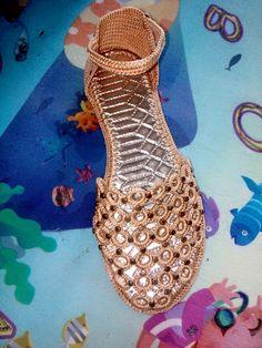 Crochet Boot Socks, Crochet Baby Sandals, Crochet Slippers, Spring Boots, Knit Shoes, Dresses Kids Girl, Crochet Designs, Types Of Shoes, Crochet Projects