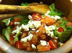 Σαλάτα με πορτοκάλι, αβοκάντο, καρύδια & υπέροχο ντρέσινγκ   Συνταγές - Sintayes.gr Romaine Salad, Cobb Salad, Baby Tomatoes, Greek Recipes, Red Peppers, Lettuce, Feta, Healthy Snacks, Spicy