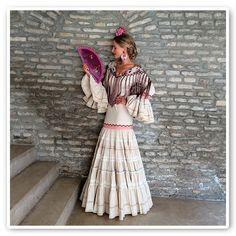 Not the top but really like the skirt. Spanish Fashion, Spanish Style, Spanish Costume, Flamenco Costume, Folk Fashion, Christmas Fashion, Folk Costume, Modest Outfits, Traditional Dresses