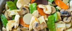 Dit recept voor moo gai pan is een klassieke schotel met roergebakken kip en groenten in een krachtige saus. Nog lekkerder dan in een restaurant!